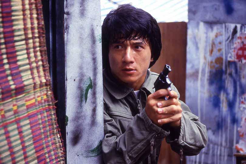 私の中ではジャッキー映画トップ5に入る 「ポリスストーリー/香港国際警察」ですが、 今の親中派ジャッキー・チェンを知って育った人は、 この映画を見て面白い事に変わりはないでしょうが、 多少抵抗感はあると思いますか?