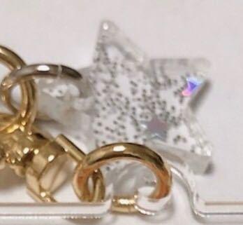 こんな感じの、金具を通す穴があって、透明でキラキラしている2cm位の星型のチャームってどこで買えますかね……