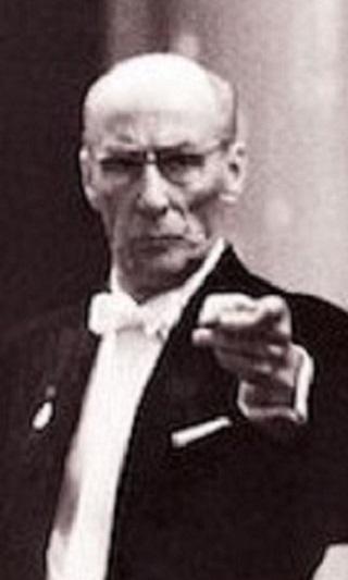 コンチェルトの独奏の部分でも、指揮を止めない指揮者は、かつていましたか。 指揮はしないまでも、じっと睨んでいそうな人