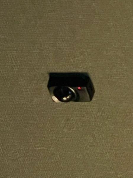 広島市のカラオケ館こ個室にあるこれは監視カメラですか?