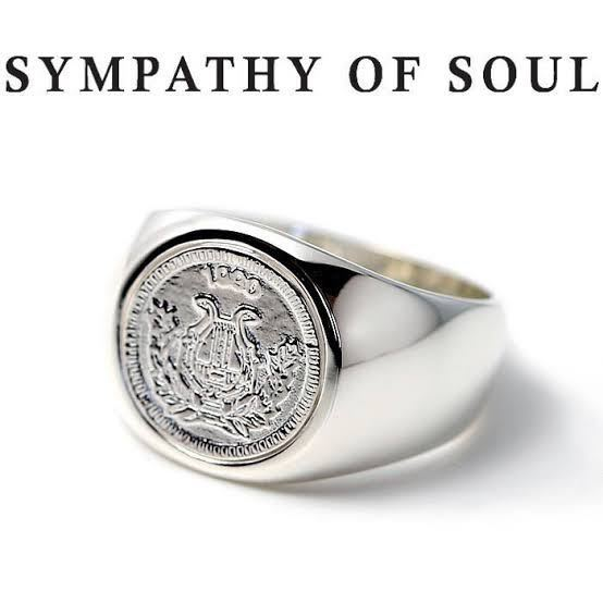 この様にコインを埋めた指輪のベースになる指輪は市販されているのでしょうか? それとも、アクセサリーショップに行けば加工してくれるお店もあるのでしょうか?