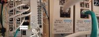 我が家のマルチメディアポートをギガ通信に対応させたいです。  現在、我が家は以下の環境となっています。 ・10/100MのスイッチングHUB ・CAT5の中継モジュラジャック端子台(LAN配線用) ・フレッツ光回線および、1Gプラン  経緯を説明しますと、我が家の回線速度改善を見込んで、プロバイダを1G(IPv6)契約にしました。 しかし、更新後も速度の改善は大して見込めず、マ...
