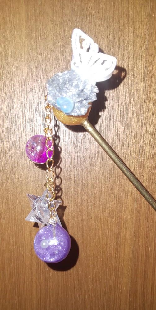 新しく簪を作ったのですが、どのぐらいの年代向けか教えてください(デザイン適当にやってしまった )後、 銀色のやつ分かりにくいと思いますが薔薇です。一応