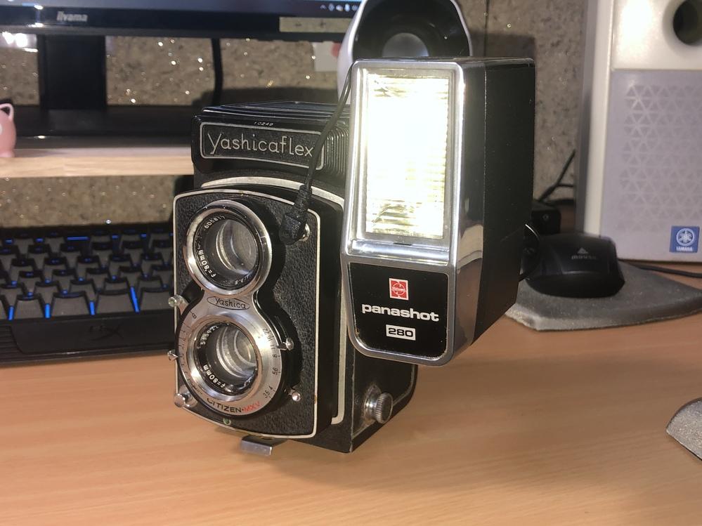 X接点にストロボを接続し、シャッター前のレバーに触れると何故かストロボが光るのですが、肝心のシャッターを押しても光りません。 他のカメラで試したらシャッターを押すと同時に光るのですが。