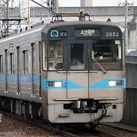 名古屋市地下鉄の案内放送の前と発車ベルの音はなぜ変えないのでしょうか? 駅の中が照明が薄暗くて不気味ですし、あの音が流れるとそれに拍車をかけているように感じます。 https://www.you...