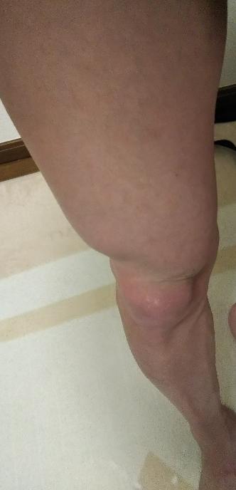 男の人の脚ですが細いように見えますか?筋肉があるように見えますか?太っている人の脚に見えますか?