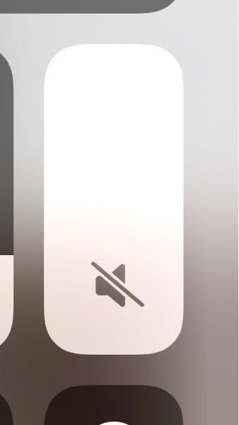 【至急お願いします!】iphone11proで音量調整が出来なくなりました。左画面に出る音量調整バーも出てきません!コントロールセンターで動かしても反応しません。 水没させてしまった11proも...