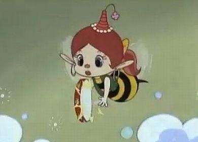 アクビはこのように蜂に変身したが、いつもの三角の帽子をかぶったままは変ですか? また、蜂の姿なのにこの三角の帽子をかぶるのはセンスがないと思いますか?