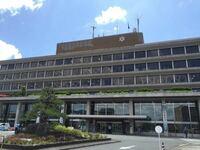 設計者を教えてください 高槻市役所 大阪高等裁判所 福知山市役所  これらの建物、どこか似たような雰囲気に見えるのですが、同じ人が設計したものでしょうか?  無駄のないデザイン、昭和の独特の重厚感が美しい...
