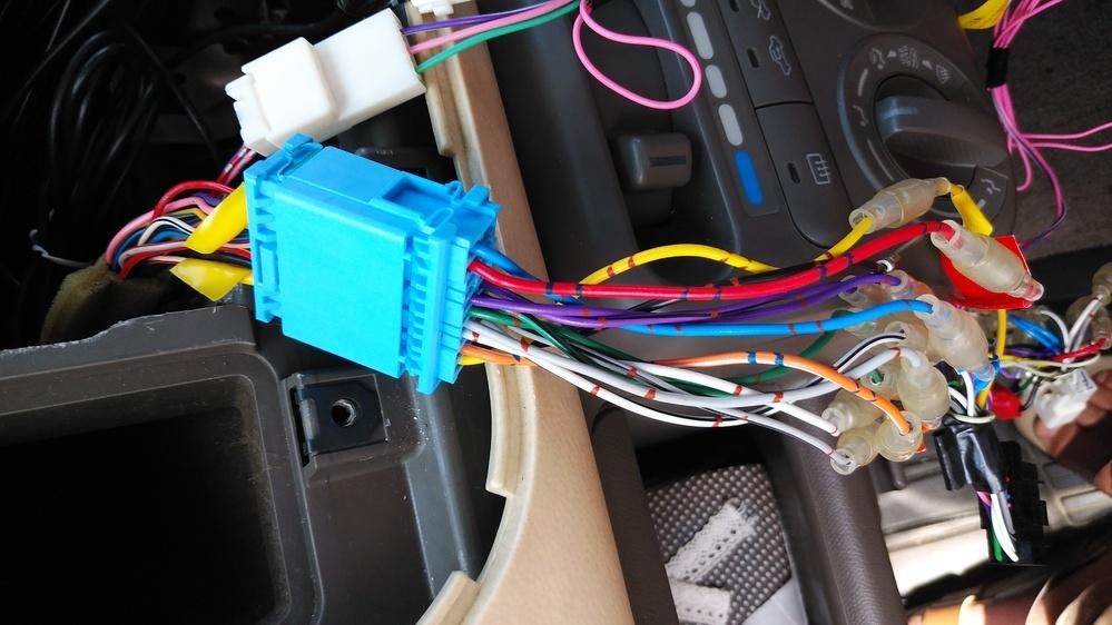 ナビの載せ換えを行ったところ「速度パルスに異常があります。」とナビに表示されました。車は日産モコ (mg22s) 、ナビはKENWOOD mdv-l503です。 車から出てる5Pカプラに接続ハーネスの5Pカプラを接続してみましたが表示は消えません。 解決方法を教えて頂けませんでしょうか? 宜しくお願い致します。