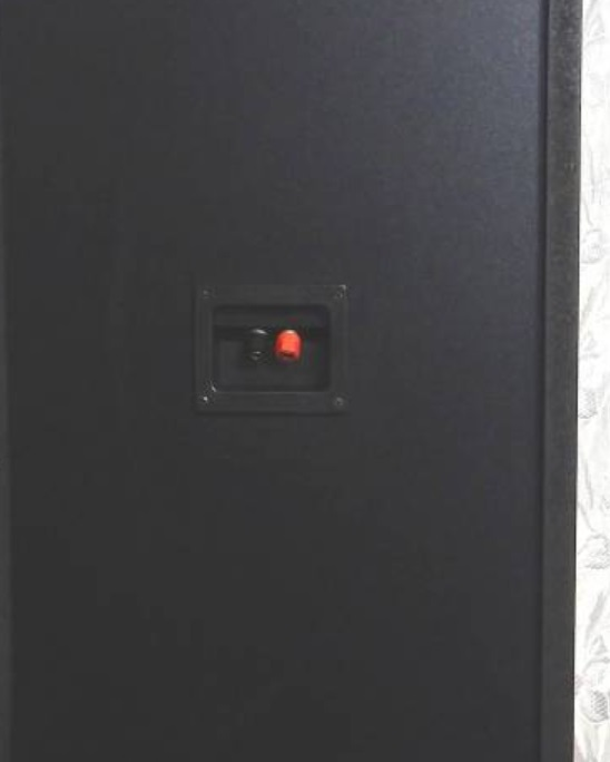 添付画像にあるような古いどでかいスピーカーをPCなどにつなぎたいのですがどのようにしたらいいでしょうか? スピーカーは左右分二つあります。スピーカーはむき出しの端子を接続するタイプ(不勉強でこの...