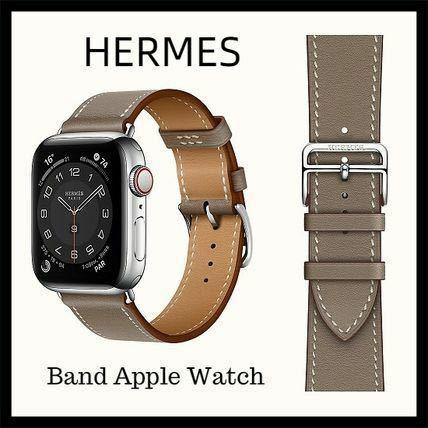 Apple Watch SEを購入します。色選びで迷っています。画像あり20代後半女です。 つけたいバンドは画像のエルメスのバンドと定番のホワイトスポーツバンドです。 スペースグレイ、シルバー、ゴールド どれが合いそうでしょうか? また使いやすいカラーもお聞きしたいです。 よろしくお願いします。