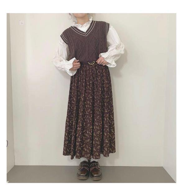 服装についてです。 私は高1なのですが写真のような可愛らしい服装が好きです。 高校生には少し子供っぽいですかね...?