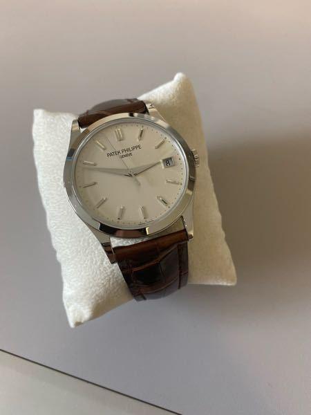 祖父の家に来ていて、パテックフィリップという会社の腕時計がありました。 型番や価格がお分かりになる方、教えていただけますでしょうか...? 時計には詳しくないもので... よろしくお願いいたします。。