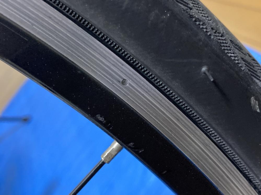 クロスバイクについてです。このホイールの溝の部分がなくなったらホイールごと交換する必要があるのでしょうか。