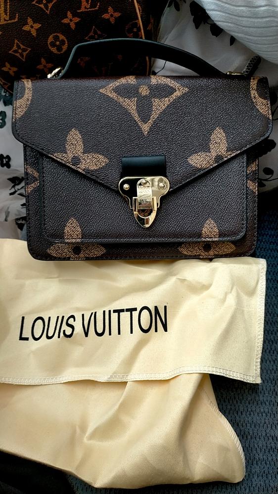 り合いからルイヴィトンのバッグを頂きましたがルイヴィトンのホームページでは確認出来ませんでした。 知り合いが言うには、ルイヴィトンジャパンでは、まだ取り扱いがないと言われました このバッグの詳細を、わかる方よろしくお願い致します