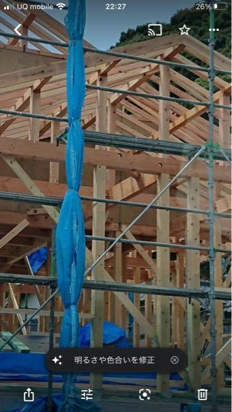 家を建築中ですが、こちらの柱は集成材、無垢のどちらでしょうか? 樹種はヒノキです。 無垢の方が柱としては強いのですよね?