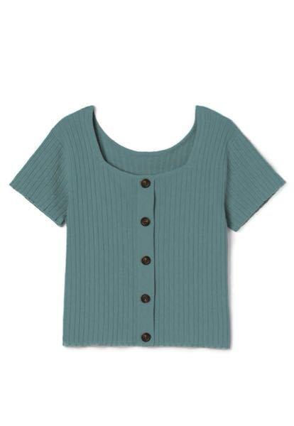 この服のインナーは何を着たらいいと思いますか? 見えないインナーがいいです。 パット入りのベアトップとかがいいですかね? キャミソールは紐が見えますか?