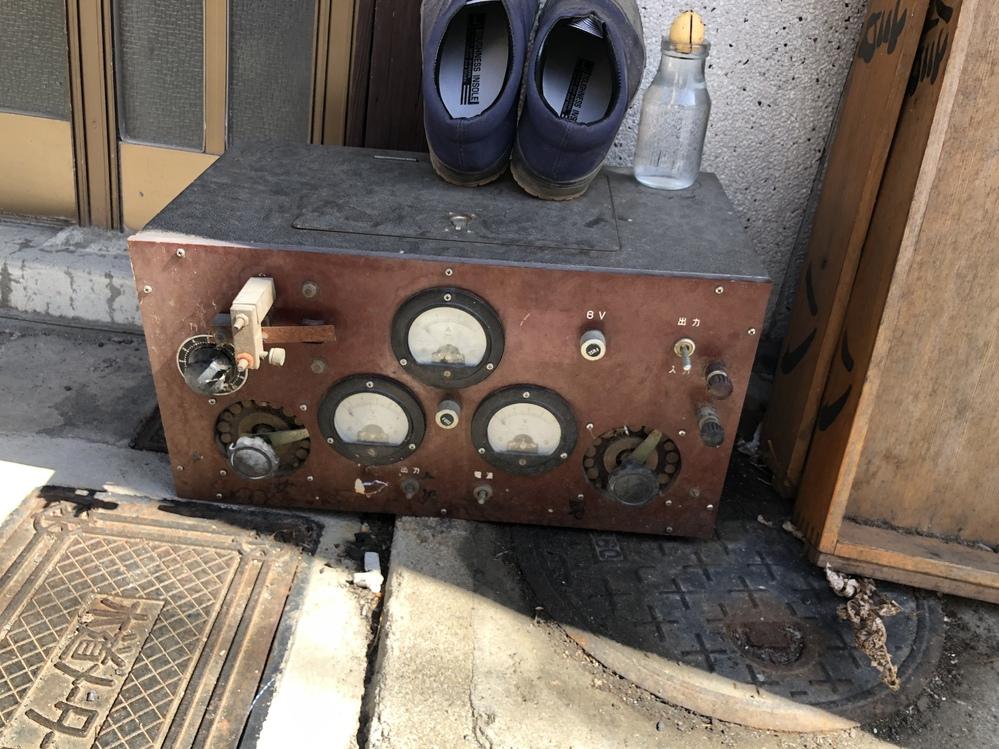 すみません、先日散歩をしていたところ、このような機械を見つけました。 こちらについて何かわかる方がいらっしゃいましたら、教えていただけると幸いです。