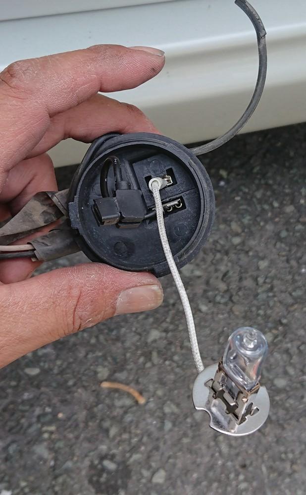 エブリイワゴン64wのフォグランプ交換したいですが バンパーが変わっていて ウルトラマンみたいなフォグがついてます パッキンが切れて フォグ全部変えたいですが LEDの種類が分かる方 教えて下さい