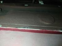 マツダの現行ロードスターで 駐車場の輪止め跨いてしまい、車体下の金属部分をガリガリやってしまいました(T_T)  この金属光沢出てしまってるパーツなのですが 鉄かアルミ、どちらかお分かりなりますか?  前輪後方〜後輪前方まである 2m位の、金属の板状の部分です。  アルミならともかく 鉄なら、なるべく早く修理して錆びないように対処しないとと焦ってしまっています。。