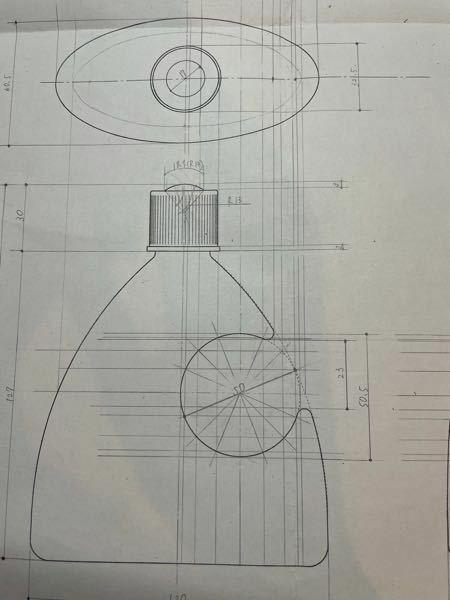 この図面において、上から見た図で穴の空いている部分をどのように描けば良いのかわかりません。 教えてください。