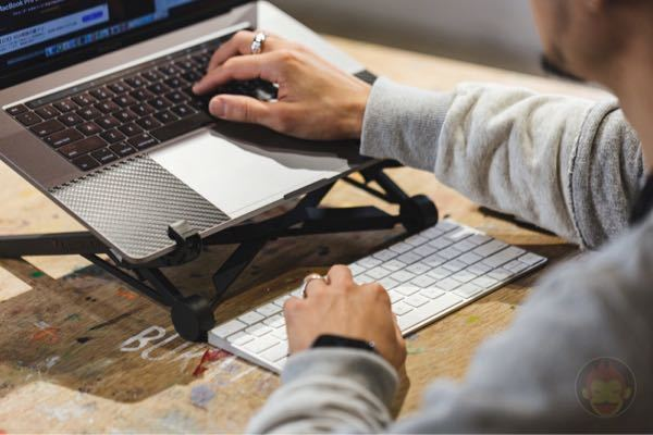 MacBookにMagicキーボードをBluetoothで繋げたらMacBook本体のキーボードは反応しなくなりますか?
