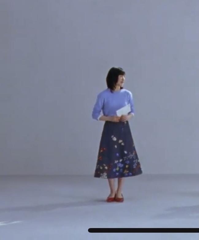 日本郵便の新CMで芦田愛菜ちゃんが履いているスカート どちらのブランドの商品か、分かる方がいれば教えていただきたいです…!