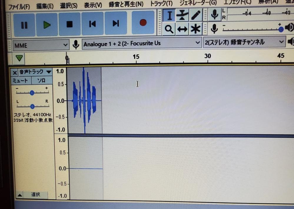 Audacityに関してです。 音声を録音する際、マイク自体の設定ではステレオで認識するように設定をしていますが、Audacityで録音しようと試みるとどうしてもモノラル録音になります。以前は、録音をした際にステレオ録音が出来ました。 もちろん、Audacityの設定もステレオにしてあります。 何か設定が間違っているのでしょうか。 使っているマイクはaudio-technica コンデンサーマイクロホン AT4040、I/FはFocusrite フォーカスライト オーディオインターフェイス 2イン/2アウト 24bit/192kHz Scarlett Solo (3rd Gen)です。 PCはLenovoのゲーミングノートPCです。