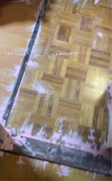 助けてください。消化器がぼうはつ?して家の中が画像みたいに、粉だらけになりました一番効率の良い掃除の仕方を教えてください。死にたい