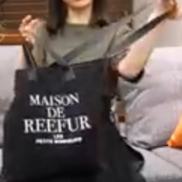 画像のような肩にかけられてトートバッグみたいにもなる2wayのカバンはどこで買えますか? Maison de FLEURは高いので買えない上に調べても出てきませんでした。 タグにレディースと入れてますがユニセックスな感じがいいです。