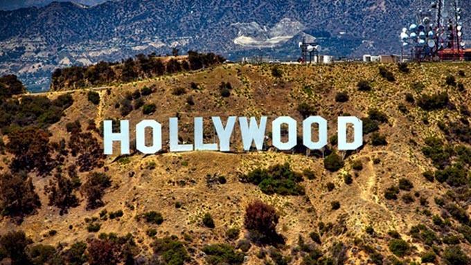 平成元年以降のハリウッド映画ではないアメリカの映画で、世界的にヒットして日本の映画館でも上映された作品と言えば何ですか?