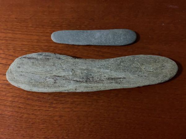 この石は何という石ですか? 厚さは手前が1センチ、奥が0.5センチほどです。