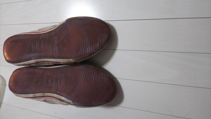この靴底は体育館で使っても大丈夫ですかね? 外で使わなくなったので、体育館シューズにでもしようかなと思っているのですが。 一応、洗ったあとです
