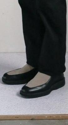 こちらの靴がどこのブランドの物かわかる方いましたら教えて頂きたいです。
