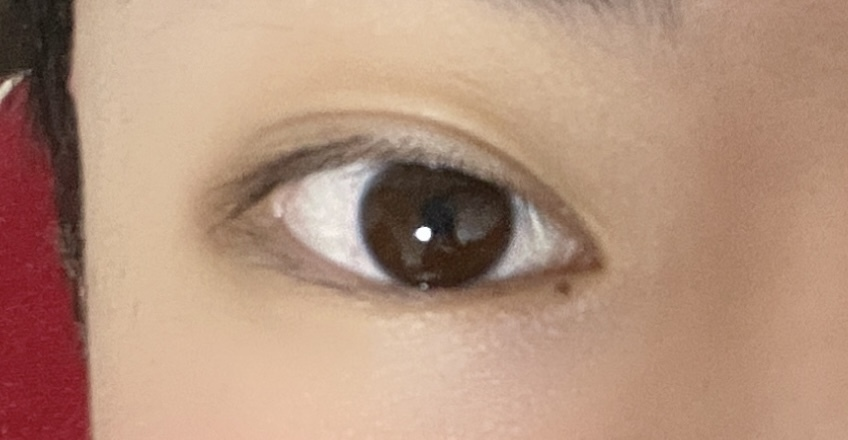 これって三白眼なのでしょうか?奥二重です。