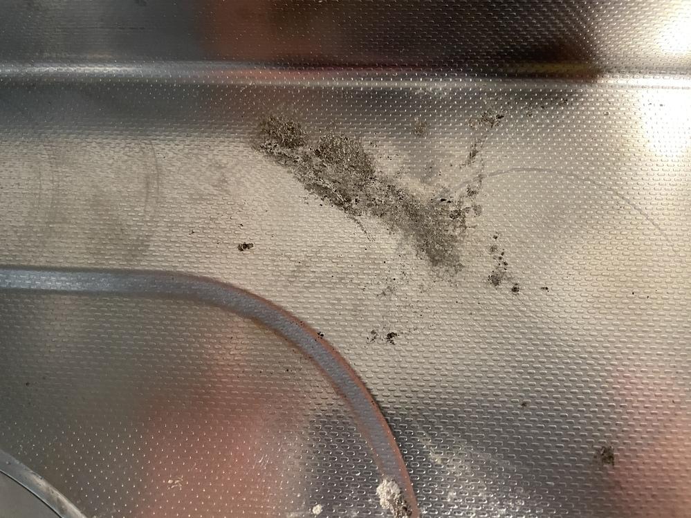 掃除のプロに聞きたいです。 こういうキッチンのサビ?はどうすれば落ちますか?