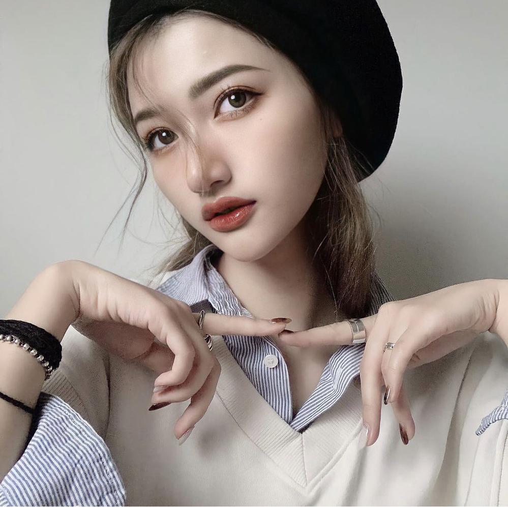 こちらの中国人モデルさんの名前やインスタを教えてください!