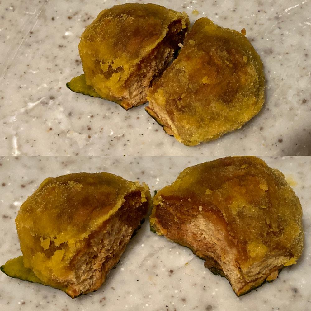 カボチャを丸々レンジで加熱し、 切ってみると、こんな塊がありました。 サイズは3㎝ぐらい。 塊ごとごろっと取れました。 外側の皮はこの部分だけ黒めでしたが、 よく見かける色合いでした。 カビは...