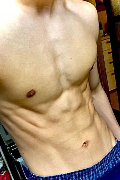 16歳です。学校で着替える時に筋肉めっちゃすごいねってよく言われるんですがどう思いますか?一応プロのボクサーです。