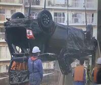 自動車にお詳しい方へお伺いをいたします。 ・ 逆さになっている黒色の車種が分かれば教えていただければと思います。 ・ ・ ■ 高速度でカーブに進入か 首都高から隅田川に車転落(2021年5月14日) ・ https://www.youtube.com/watch?v=SWfFyemiNCs