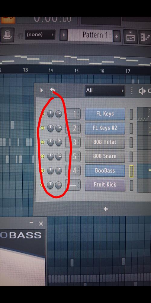 fl studioを使っている方に質問です。 写真の赤丸で囲ってある部分が音楽を再生すると勝手に動いてしまうのですが、これはどうすれば止められるのでしょうか?
