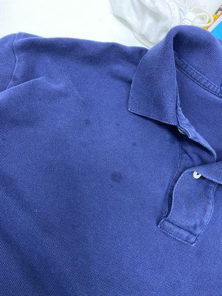 古着のポロシャツを洗濯したら、特に汚していないのに丸いシミのようなものがたくさん付いていました。れが何かわかる方いますか?取り方も教えてくれると嬉しいです