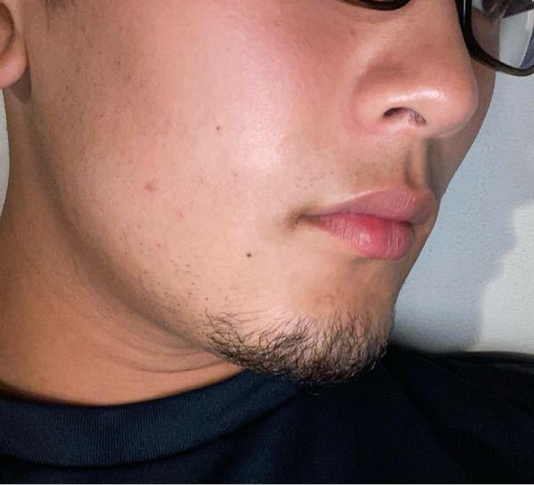 この髭はありですか? 主に女性に答えて欲しいのですが、こういったタイプの髭は大丈夫ですか?一応整えているのですが、自分的には顎髭があった方がいいと思うのですが、どうですかね…