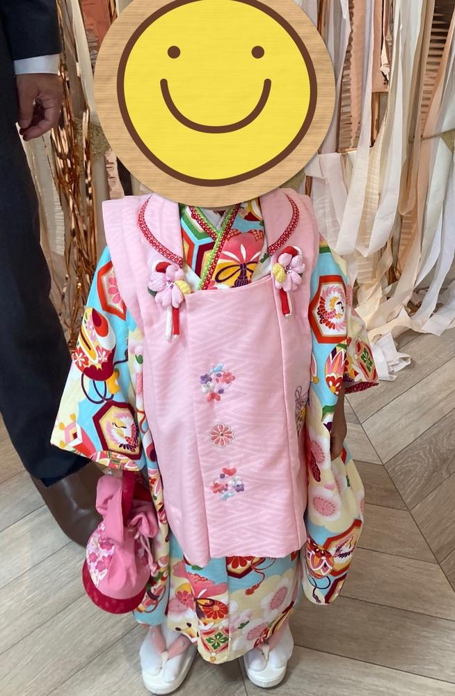 この写真の七五三の着物のブランドわかる方いませんか。 サイズ100㌢の七五三のお着物です。 そんなに古い商品ではないはずですがなかなかネットで見つかりません。