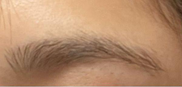 私の眉毛濃くて太くて嫌なんですけど、どうやって整えたらいいですか?? ( • ˍ • )