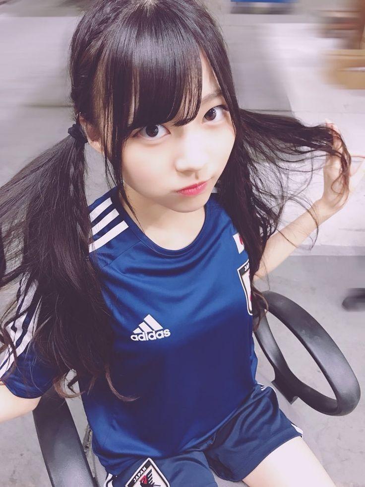 サッカー日本代表ユニフォームを着ているこの女の子は誰ですか?