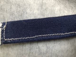 ミシンで帆布生地を縫っております。が、表の裏が全く違う縫い目になってしまい、作業が進まないです。 糸は30番、針は16を使用しています。