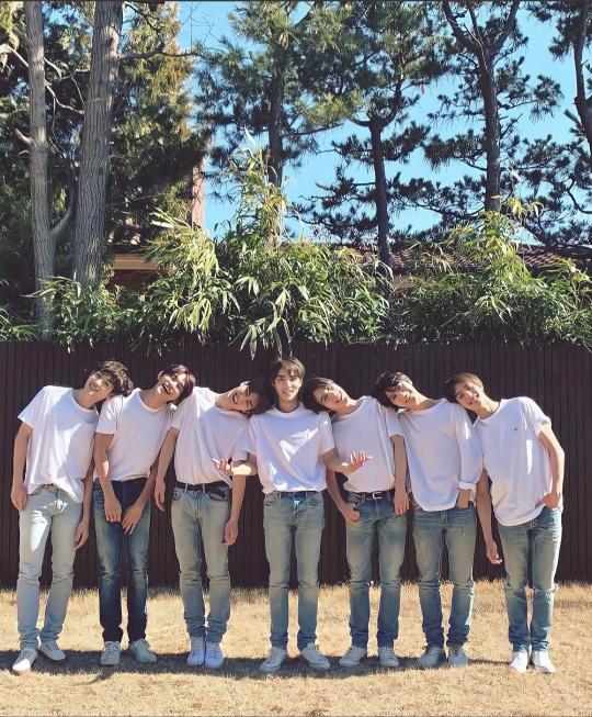 way vのみんなが白のTシャツとデニム姿で、屋外の芝生の所でムカデになって追いかけっこや、1人を中心に両肩に二人ずつ方を組み、グルグル回ってキャハキャハ遊んでる動画はどこで見られるか教えてくだ...