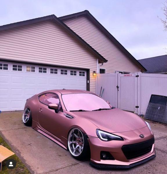 この車の塗装の種類を教えて欲しいです。 塗装屋さんに言葉で伝える場合、なんて伝えればこのカラーリングに出来ますか?